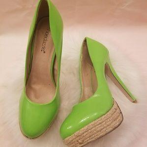 Like new Shoedazzle Pasha green platform heels 8.5